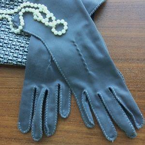 Accessories - Vintage Grey Gloves (1940s - 1960s?)